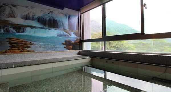 【烏來】慈云溫泉 - 溫馨景觀房 -150分鐘 + 飲料