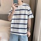 夏季學生條紋圓領短袖T恤男士韓版寬鬆衣服潮流潮牌超火半袖體恤「時尚彩紅屋」