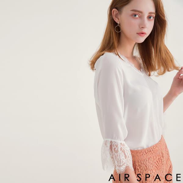 上衣 拼接蕾絲V領透膚雪紡上衣2色 -AIR SPACE