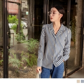 《AB11320-》條紋排釦寬鬆長袖襯衫上衣 OB嚴選