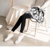 黑白花瓣印優雅彈性內搭褲裙--適 XL~6L OrangeBear《BA4655》