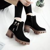 女短靴 高跟靴子 英倫加絨磨砂馬丁靴秋冬新款防水臺大碼33-43碼女靴粗跟短靴《小師妹》sm2796