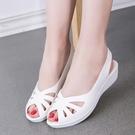 魚口鞋 涼鞋女工作鞋2021夏季純白色魚嘴坡跟護士鞋鏤空沙難鞋洞洞鞋 韓國時尚週 免運