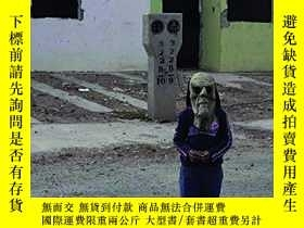 二手書博民逛書店Jerome罕見Sessini: The Wrong Side: Living on the Mexican bo