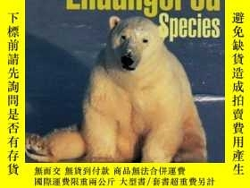 二手書博民逛書店Atlas罕見of Endangered SpeciesY362