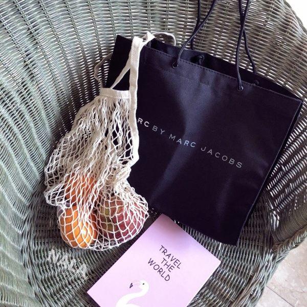 《花花創意会社》外流。MJ黑色簡約字母時尚大方包【H5861】