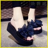 外穿拖鞋 涼拖鞋外穿高跟一字拖蝴蝶結防滑坡跟厚底海邊度假沙灘鞋