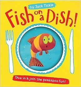 【麥克書店】FISH ON A DISH dive in & join the peekaboo fun /英文繪本《書本裡的迷藏遊戲》