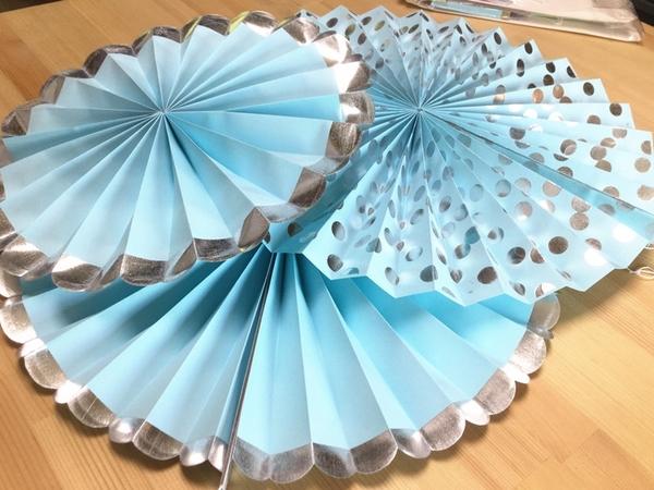 【韓風童品】(6入/套)藍色銀邊紙扇花裝飾 扇子形裝飾  拍攝背景裝飾 櫥窗裝飾佈置 節慶佈置