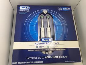 [美國直購] Oral-B Pro Care 2000 3D電動牙刷(2入組含充電座旅行收納殼) Dual Handle Rechargeable Toothbrush