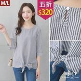 【五折價$320】糖罐子造型綁帶後釦條紋棉麻上衣→藍 現貨(M/L)【E52808】