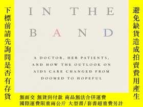 二手書博民逛書店Voices罕見in the Band: A Doctor, Her Patients, and How the