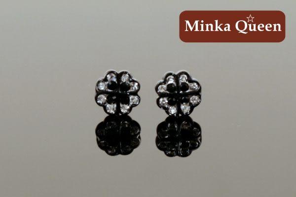 德國鈦鋼 可愛幸運草造型 黑色精緻水鑽黑框底 抗敏耳環(一對)(7 mm)