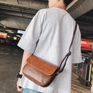 日繫復古PU挎包側背拉鏈背包旅行小包休閒斜胸包潮男郵差包潮