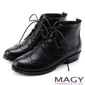 MAGY 中性帥氣 牛皮雕花綁帶踝靴-黑色