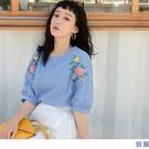 《AB14803-》直條紋花卉刺繡拋袖五分袖上衣 OB嚴選