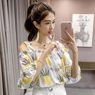 VK精品服飾 韓國風清新鳳梨波蘿印花一字領吊帶露肩喇叭袖短袖上衣