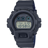 CASIO 卡西歐 G-SHOCK 霧面坦克手錶-深灰x藍 DW-6900LU-8DR / DW-6900LU-8