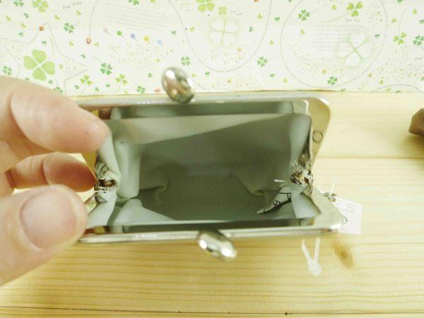 【震撼精品百貨】皮質珠扣包-零錢包-咖啡色