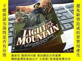 二手書博民逛書店Light罕見on the MountainY14476 Leo