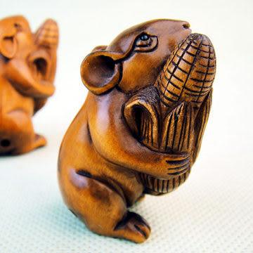 黃楊木雕粟米老鼠(右) 動物雕件   (單個)
