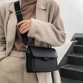 小方包上新小包包女夏天新款簡約寬帶網紅小方包韓版百搭側背斜背包 特惠上市