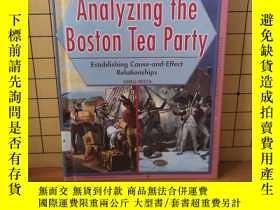 二手書博民逛書店Analyzing罕見the Boston Tea Party