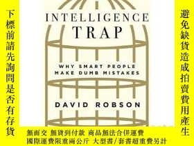 二手書博民逛書店The罕見Intelligence Trap: Why Smar