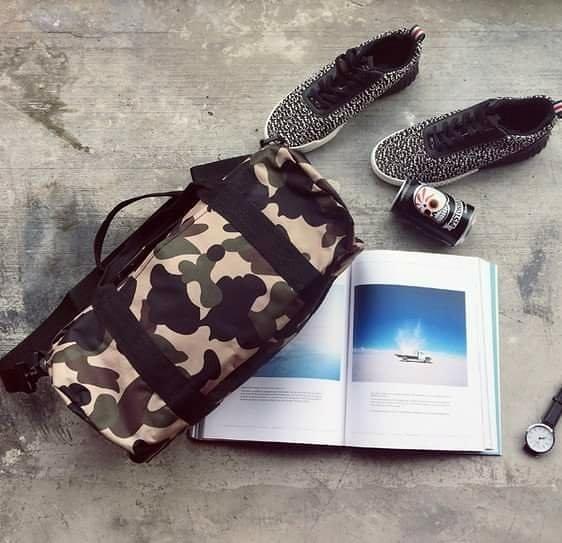 潮流迷彩 旅行包 手提 側背包 腰包 郵差包 外出包 水桶包  Bape 日本