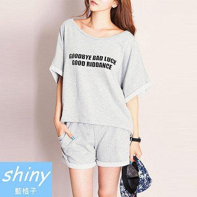 【V8091】shiny藍格子-甜心休閒.字母圓領寬鬆上衣短褲兩件式套裝