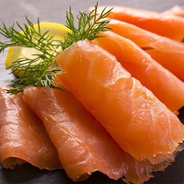 ㊣盅龐水產 ◇冷燻鮭魚切片1/2◇重量2kg±10%/片 ◇零 $1650元/片 鮭魚沙拉必備 料理百搭 煙燻鮭魚