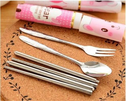 三合一環保餐具 不鏽鋼製 環保筷湯匙叉子 隨身餐具組 方便攜帶(款式隨機出貨)【H00680】