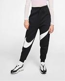 NIKE服飾系列-Sportswear Swoosh 女款黑色運動長褲 BV3938011