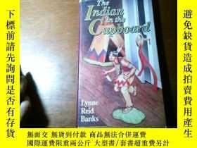 二手書博民逛書店The罕見Indian In The Cupboard (請看圖, 放在下面)Y18734 Lynne Rei