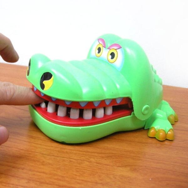 【DF485】鱷魚先生拔牙咬人遊戲 咬手指的大嘴巴鱷魚玩具 搞怪整人玩具 EZGO商城