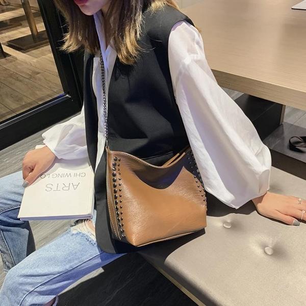 水桶包 單肩包女大包包2019新款潮韓版百搭斜挎包鉚釘鏈條包大容量水桶包【免運】