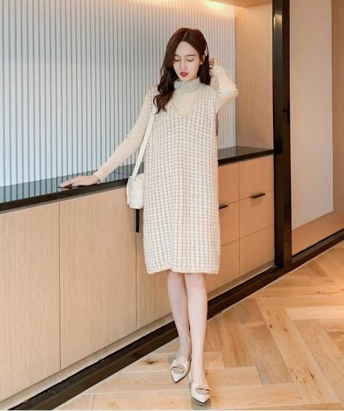 漂亮小媽咪 韓系小香風V領背心裙 【D5611】秋冬新款孕婦時尚馬甲裙