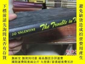 二手書博民逛書店THE罕見TROUBLE IN THOR 【英文版】Y19588