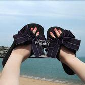 拖鞋女夏時尚蝴蝶結人字拖防滑大碼厚底沙灘鞋海邊外穿夾腳涼拖鞋 俏腳丫