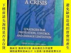 二手書博民逛書店英文原版罕見Preventing Chaos in a Cris