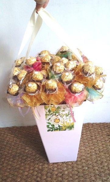 金莎巧克力含花桶 (50支) 婚禮小物 HT-181