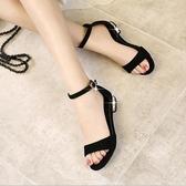 平底涼鞋 中跟低跟2020新款一字帶扣珍珠粗跟大碼女鞋
