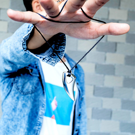 《 QBOX 》FASHION 飾品【C19N1514】精緻個性潮流拋光月牙鈦鋼墬子項鍊(二色)