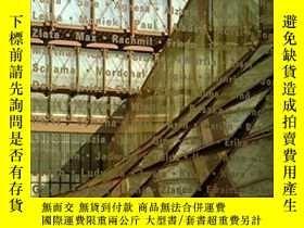 二手書博民逛書店Holocaust罕見Museum In WashingtonY