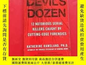 二手書博民逛書店The罕見Devil s Dozen 12 Notorious Serial Killers CAUGHT BY