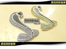 莫名其妙倉庫【TP006 蛇標背膠】福特野馬立體金屬眼鏡蛇車標 金銀 Mustang Cobra Hardtop