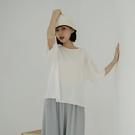 Queen Shop【01097047】木耳邊直紋壓褶圓領上衣 兩色售*現+預*