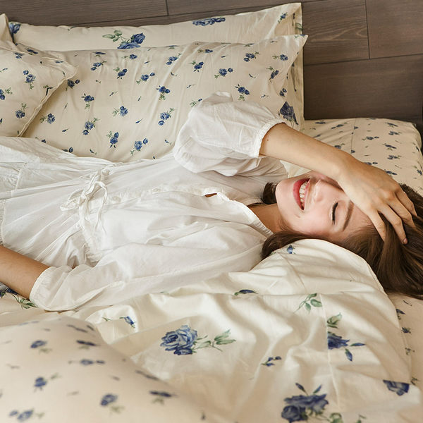 床包 / 雙人【玫果雪酪-兩色可選】含兩件枕套,100%精梳棉,浪漫碎花,在巴黎遇見,戀家小舖