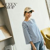 Queen Shop【01037374】配色條紋寬鬆船型領上衣 兩色售*現+預*
