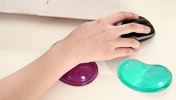 矽膠心形滑鼠標墊透明護腕托冰涼手枕護腕墊水晶腕托69元
